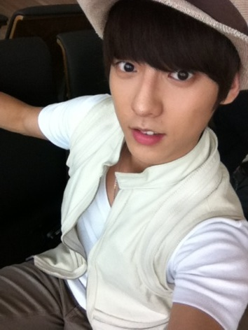 http://born2beatpt.files.wordpress.com/2012/06/minhyuk.jpg